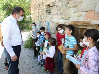 Valimiz Salih Ayhan, Korkut ve Nasır köylerimizi ziyaret ederek vatandaşlarımızla bir araya geldi.