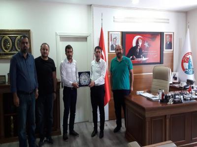 Ufka Yolculuk Bilgi ve Kültür Yarışmalarının değerli öğretim üyeleri, Başkan Çelik'i makamında ziyaret etti.