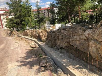 Eski Mezarlığımızda Bakım ve Onarım Çalışmaları